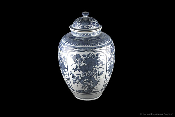 17th century porcelain jar from Japan
